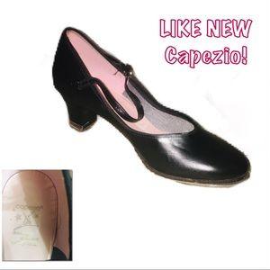 • CAPEZIO | LIKE NEW | Tap Dance Heels •